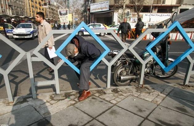 مسیرعابران پیاده در چهارراه ولیعصر مجدداً مسدود شد
