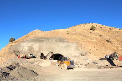 حفاری تونل کیلومتر ۵ بزرگراه ایلام-مهران در مراحل پایانی است