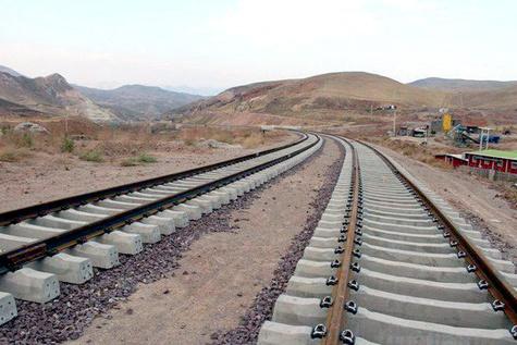 حمل و نقل ریلی بار بین ایران و آذربایجان از ماه آینده آغاز میشود