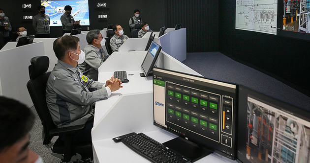 Daewoo opens smart center for shipbuilding process