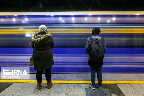 ازدحام مسافران در مترو در ترافیک و برف پایتخت