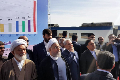 گزارش تصویری/  آغاز بهره برداری از خط آهن تهران – همدان با حضور رئیس جمهور و وزیر راه شهر سازی