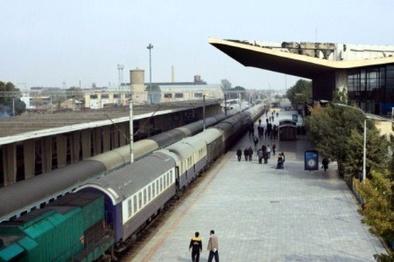 مسافران قطار زنجان - تهران و مشهد با شیوع کرونا به زیر ۵۰ درصد رسید