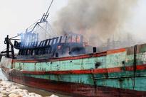 آتش سوزی شناور صیادی در اسکله «پشتشهر» بندرعباس