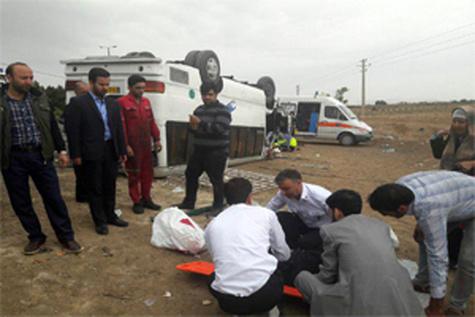 واژگونی مینی بوس و 23 مصدوم در اتوبان معلم اصفهان