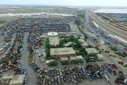 فیلم| سرقت از کامیون در پایانه بندر امام/ درخواست کمک رانندگان از پلیس امنیت