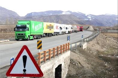 پیامدهای بارگیری بیش از ظرفیت؛ نابودی جادهها و خسارت به خودرو