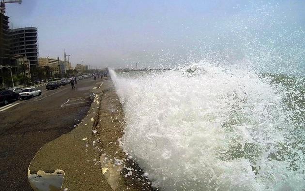 طوفان بنادر مسافری هرمزگان را تعطیل کرد
