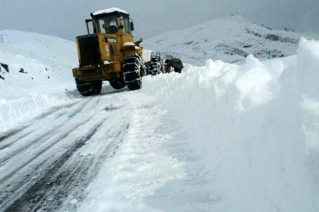 ادامه عملیات برف روبی گردنه کوهرنگ در روزهای پایانی اردیبهشت