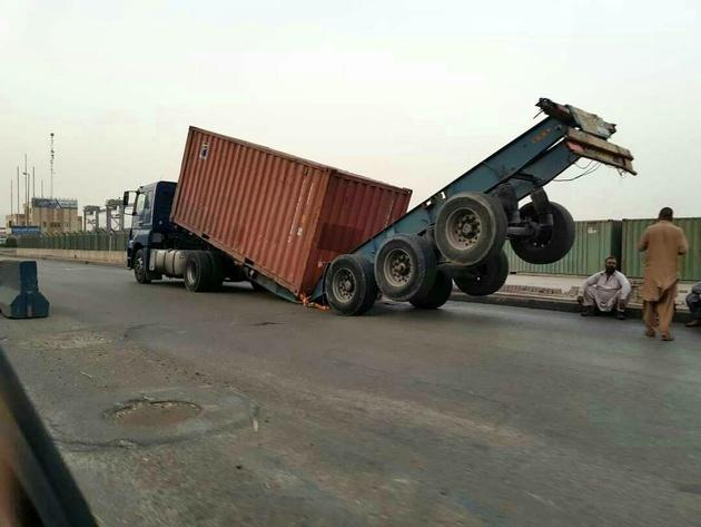 کامیونهای افغانها که جان رانندگان ایرانی را تهدید میکند + عکس