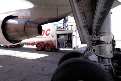 گزارش تصویری / عملیات سوخترسانی به هواپیما در فرودگاه بینالمللی مهرآباد