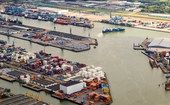 IAPH Supports LNG Bunkering at Port of Rotterdam
