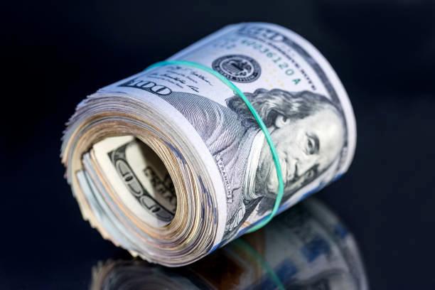 کند شدن فعالیتهای اقتصادی آمریکا ارزش دلار را کاهش داد