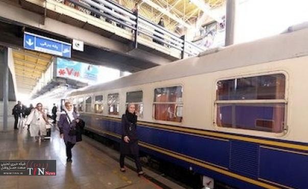 قطار گردشگری روسی - ایرانی وارد ایستگاه راهآهن اصفهان شد