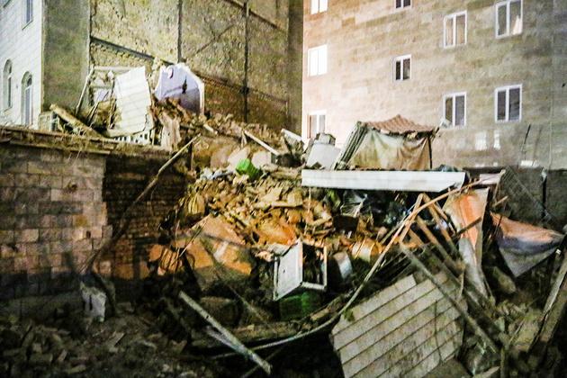 ریزش آوار در خیابان نیاوران /۴کارگر جان باختند