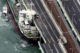 تصاویری از طوفان مهیب ژاپن که پروازها را تعطیل کرد و جادهها را بست