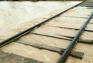 عکس  خسارت باران و سیلاب به ریل راهآهن