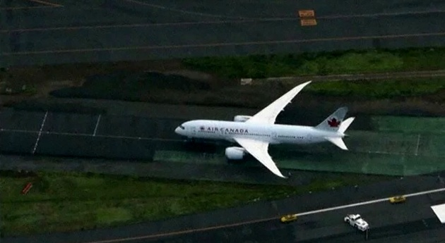 Air Canada Boeing 788 Turns off Runway into Dead End