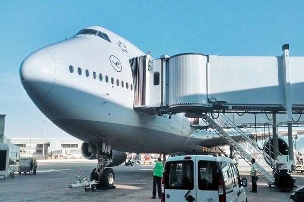 نقص فنی ایربریج فرودگاه مهرآباد/ هواپیما و مسافران آسیب ندیدند