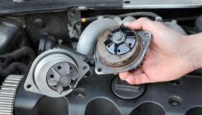 واتر پمپ خودرو چگونه کار میکند و علائم خرابی آن چیست؟
