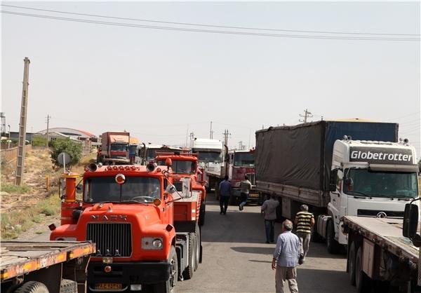 انتظار 6 روزه کامیونداران در بندرعباس