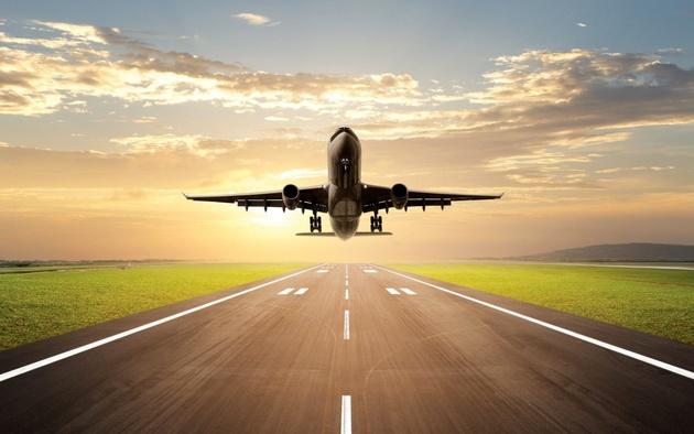 سازمان هواپیمایی: آراز مجوزی ندارد/ مدیر فرودگاه اراک: مجوز آراز را دیدهایم