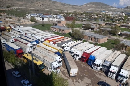 فیلم| جاسازی مواد مخدر و سیگار در کامیونها
