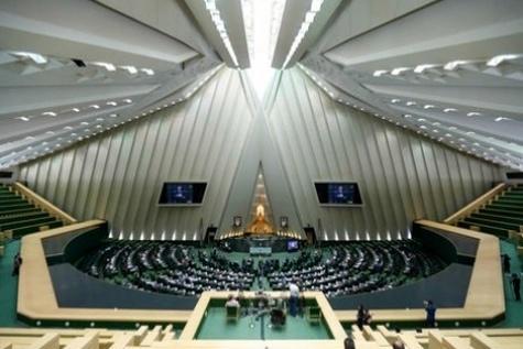 موافقت مجلس با بررسی یک فوریت طرح حقوق و دستمزد مدیران و مقامات کشوری