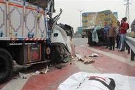 برخورد 2 خودروی سنگین در جاده قدیم قم - تهران یک کشته برجای گذاشت
