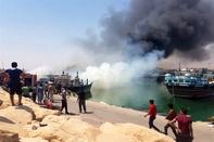 مهار آتش سوزی اسکله کنگان با کمک آتش نشانان پارس جنوبی