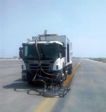 عملیات لاستیکزدایی سطوح پروازی فرودگاه مشهد