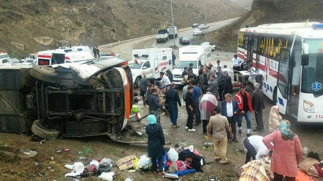 واژگونی اتوبوس حامل گردشگران اصفهانی در گردنه حیران در جاده اردبیل - آستارا