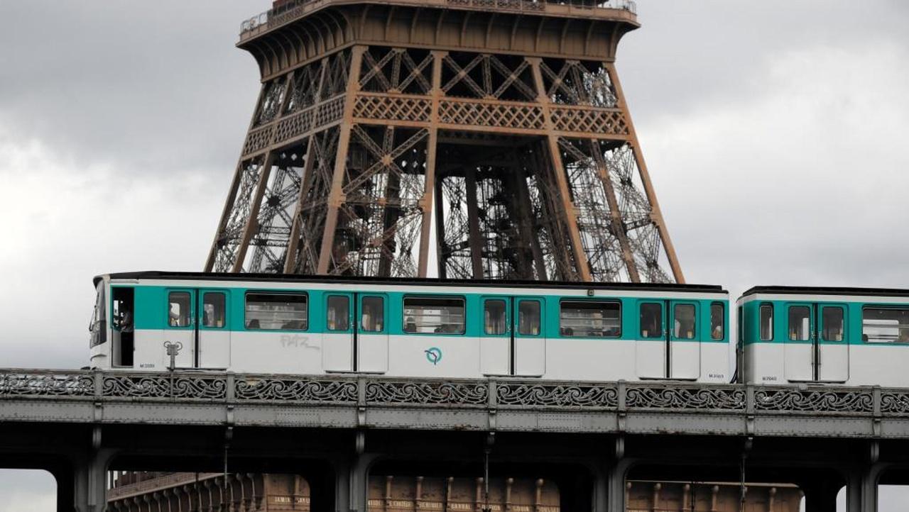 توقف مترو برج ایفل