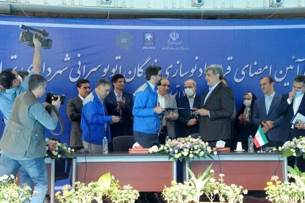 امضای تفاهمنامه تولید اتوبوس و مینیبوس ایران خودرو دیزل با شهرداری تهران