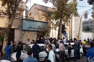 تصاویر عجیب از تجمع مردم در مقابل نظام مهندسی تهران