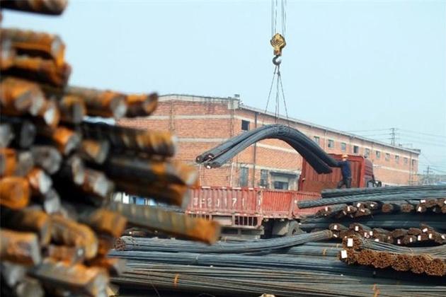 تخلیه محموله صادراتی ترکیه در ایستگاه راهآهن مهاباد