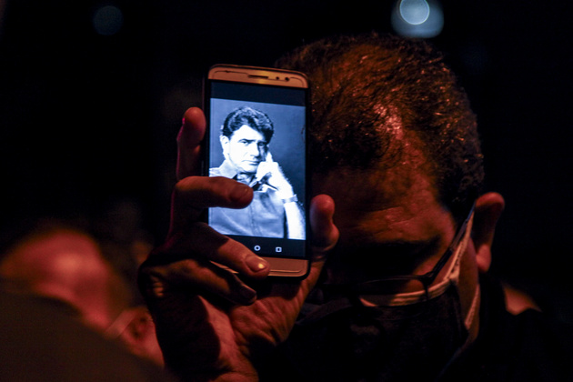 گزارش تصویری/ تجمع دوستداران استاد شجریان مقابل بیمارستان جم