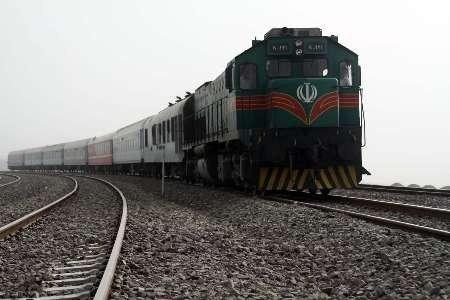 راننده قزوینی در برخورد با قطار، جان سالم به در برد