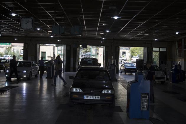 ۶۰ درصد خودروهای تهران به مراکز معاینه فنی اطراف شهر مراجعه میکنند