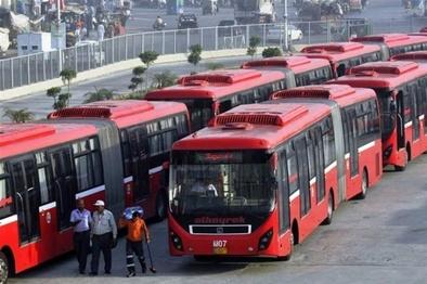 تراکم مسافران اتوبوسهای بین شهری در ایام کرونایی +  فیلم