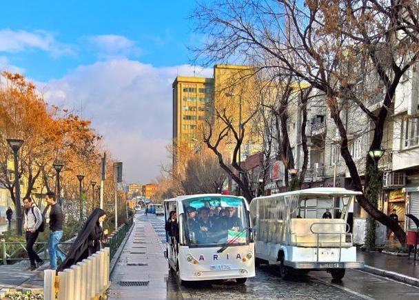 قدردانی یک خانواده تهرانی از شرکت فعال در حملونقل عمومی درونشهری