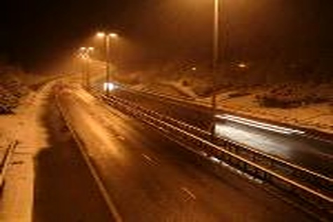 جاده های خراسان شمالی با دیواره های نورانی ایمن می شود