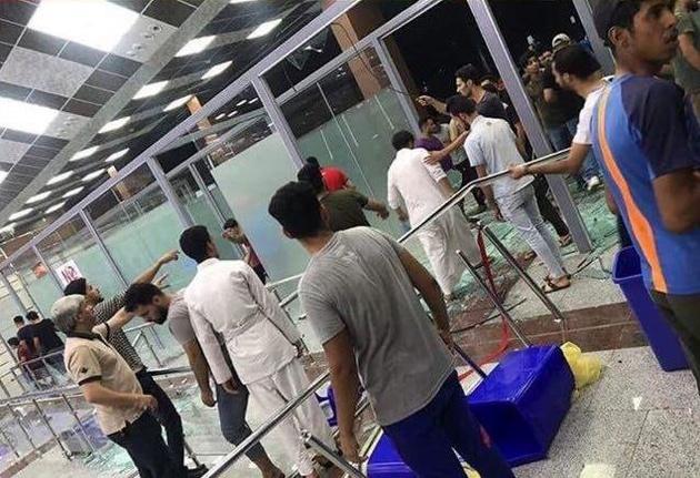 با ورود معترضان به فرودگاه نجف، پروازها به بغداد منتقل شد+بروزرسانی