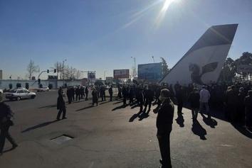 عکس| تجمع اعتراضی بازنشستگان شرکت ایران ایر