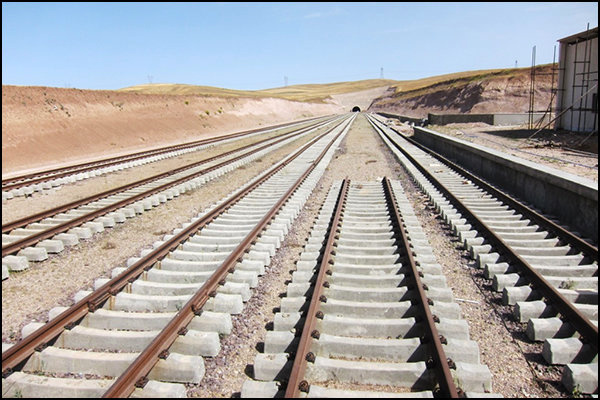 دوخطه کردن راهآهن اراک-قم پیگیری میشود