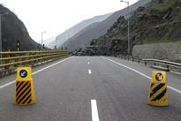 تصاویر ریزش کوه در آزاد راه تهران - شمال