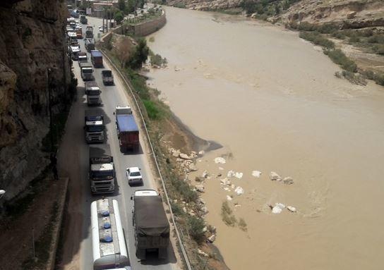 ریزش کوه جاده پلدختر-خرمآباد را مسدود کرد