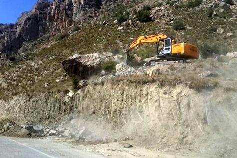 اجرای عملیات ترانشهبرداری و اصلاح قوس خطرناک در شهرستان شیروان