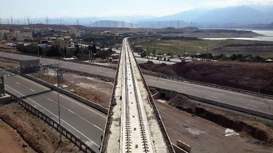 اتمام روسازی طولانیترین پل راهآهن قزوین-رشت