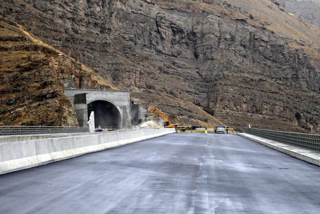 با بودجه کنونی وزارت راه پروژههای بزرگ به نتیجه نمیرسند